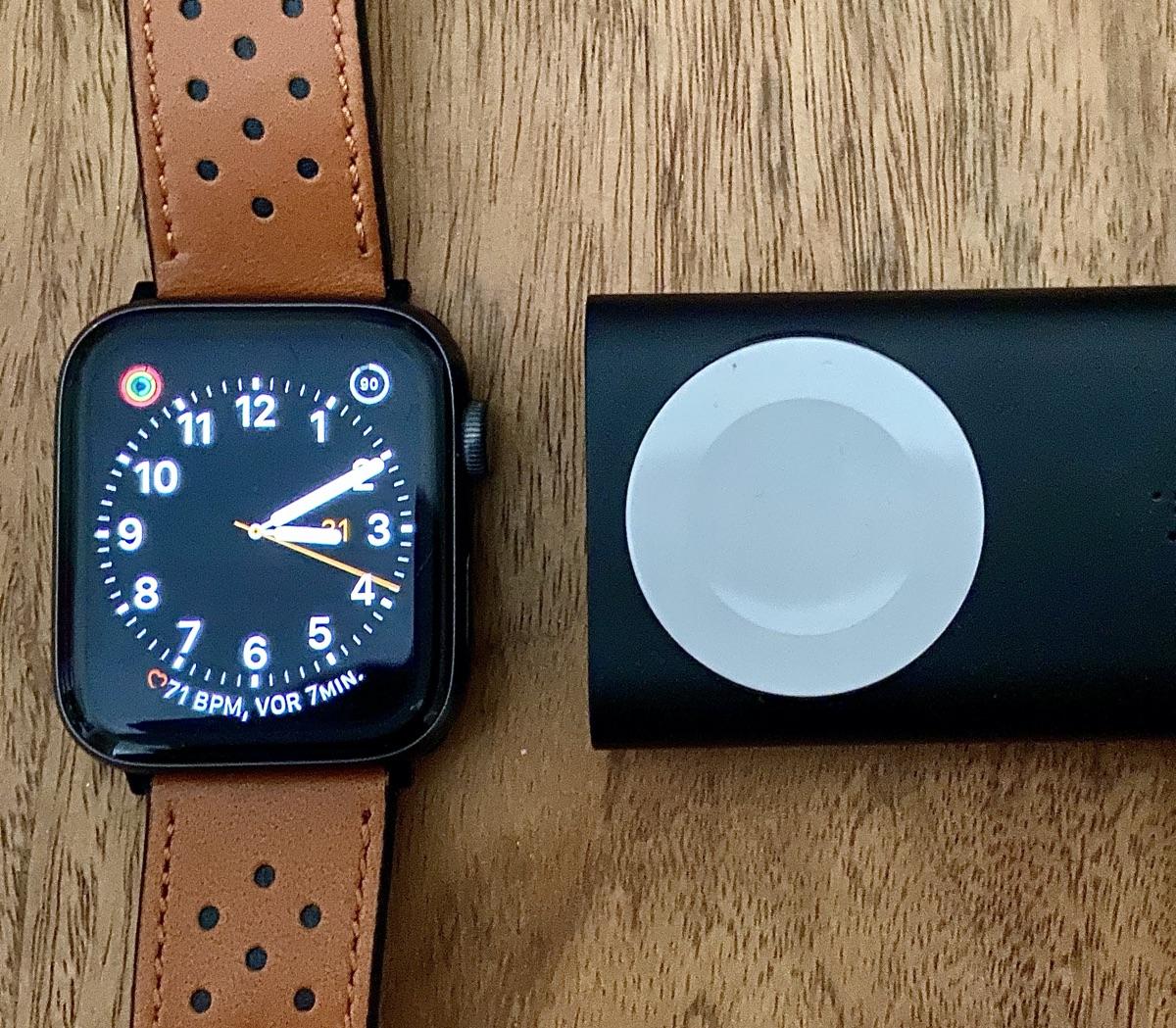 Belkin Boost Charge Powerbank 2K für die Apple Watch | Foto © Helmut Hackl