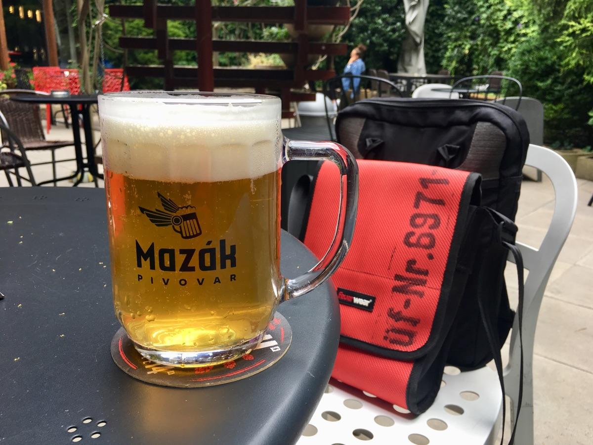 Lagerbier von Mazák Pivovar in der Dvur Bar in Breclav | Foto © Helmut Hackl