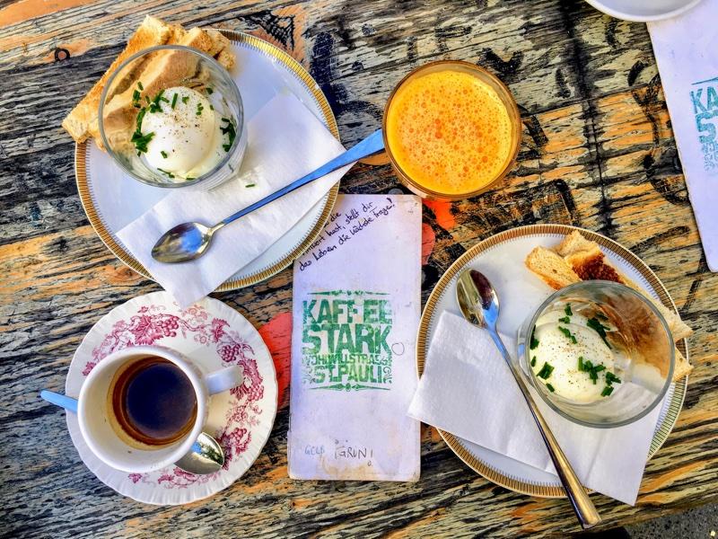 Frühstück im Kaffee Stark / Hamburg - Foto © Helmut Hackl