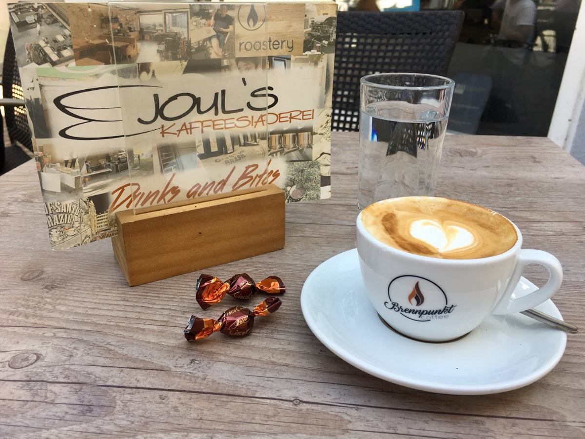 Cappuccino in Joul's Kaffeesiaderei / Innsbruck | Foto © Helmut Hackl