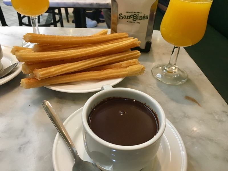 Chocolate con Churros in der San Gines Chocolateria - Foto © Helmut Hackl