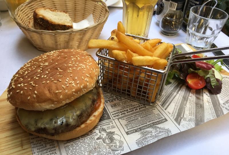 Xara's Chief's Burger Kulinarik auf Malta - Foto © Helmut Hackl