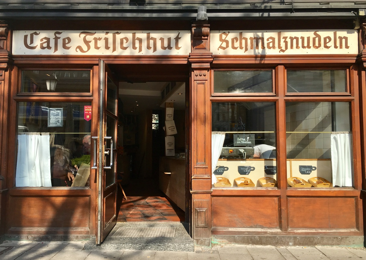 Cafe Frischhut - Schmalznudeln in München - Foto © Helmut Hackl