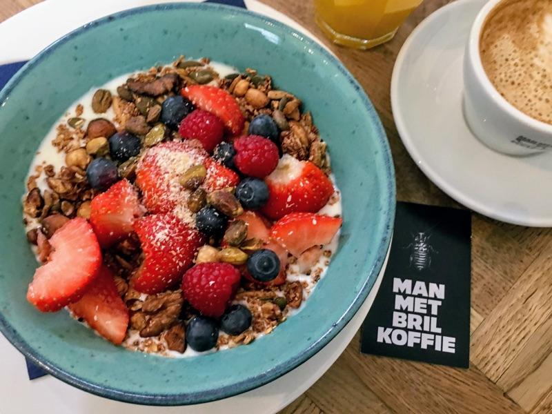 Frühstück bei Man Met Bril Koffie / Rotterdam - Foto © Helmut Hackl