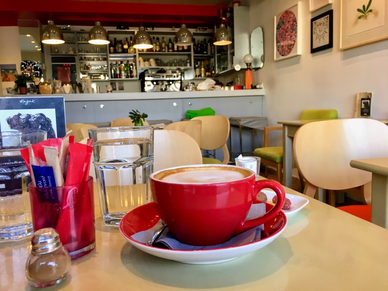 Cappuccino im Container Art Cafe / Thessaloniki - Foto © Helmut Hackl
