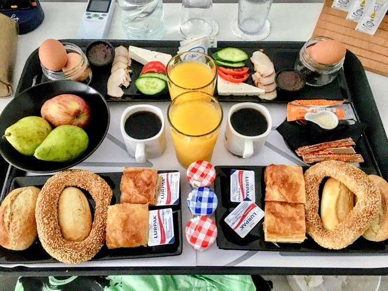 Frühstück aufs Zimmer / Monogram Hotel Thessaloniki - Foto © Helmut Hackl