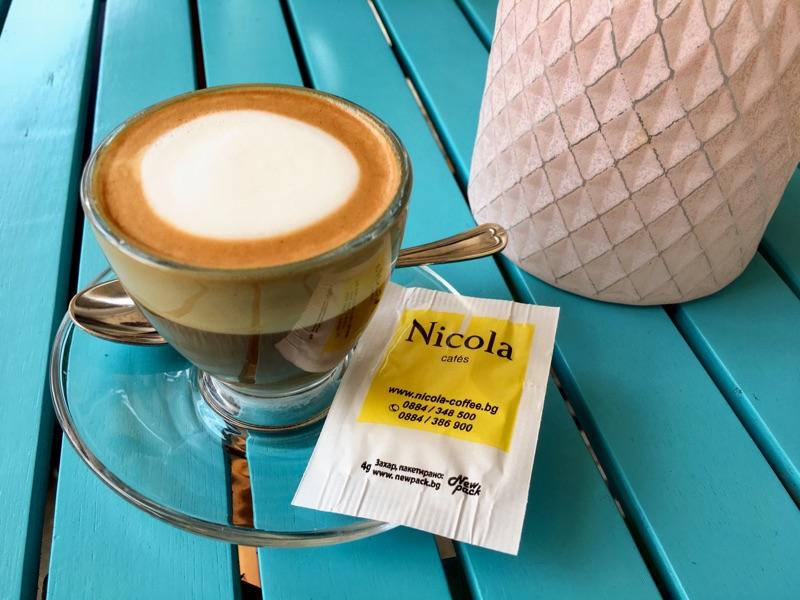 Espresso macchiato im Edno Café in Varna - Foto @ Helmut Hackl