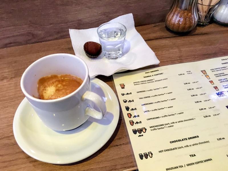 Americano & Truffle im Samba Gourmet Coffee in Varna - Foto @ Helmut Hackl