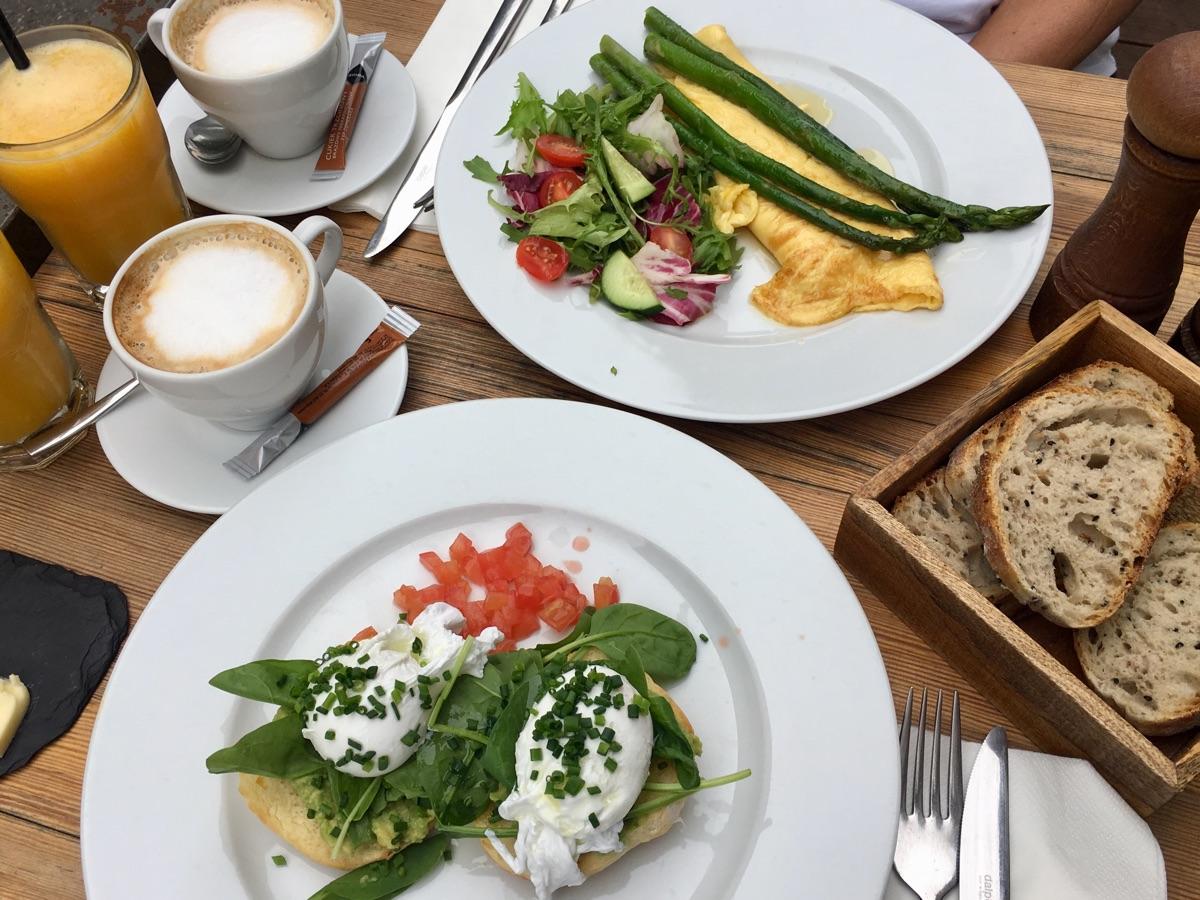 Frühstück im Bazar Kocha - Warschau | Foto © Helmut Hackl
