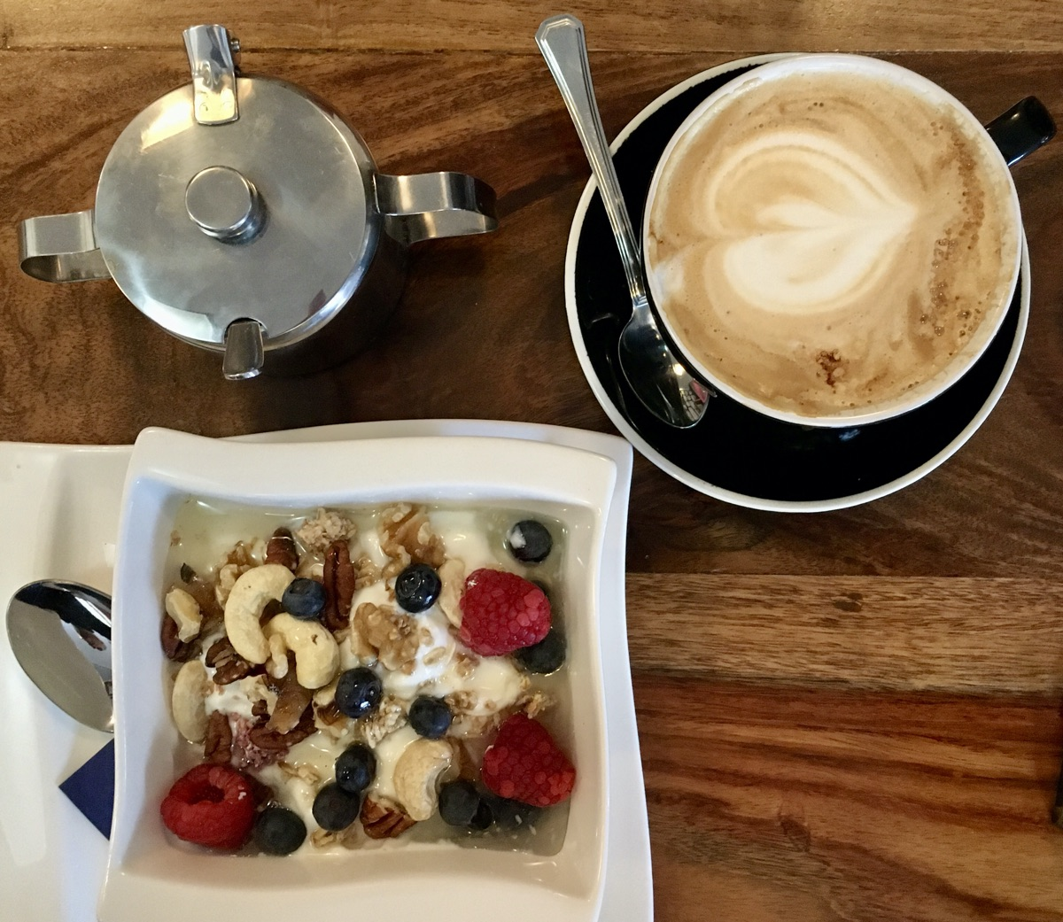 Frühstück bei den White Bulldog Coffee Roasters in Nürnberg   Foto © Helmut Hackl