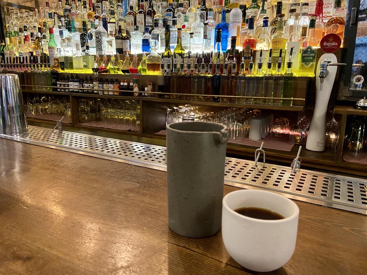 Filterkaffee im Peek a Bloom / Athen | Foto © Helmut Hackl