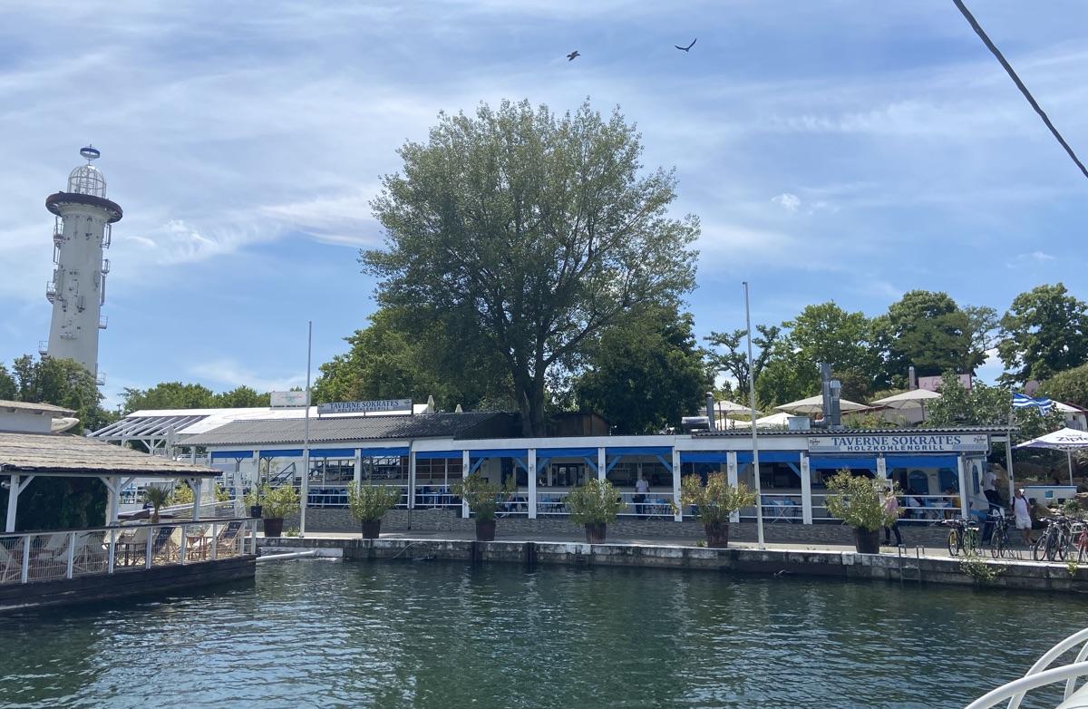 Taverne Sokrates auf der Donauinsel | Foto © Helmut Hackl