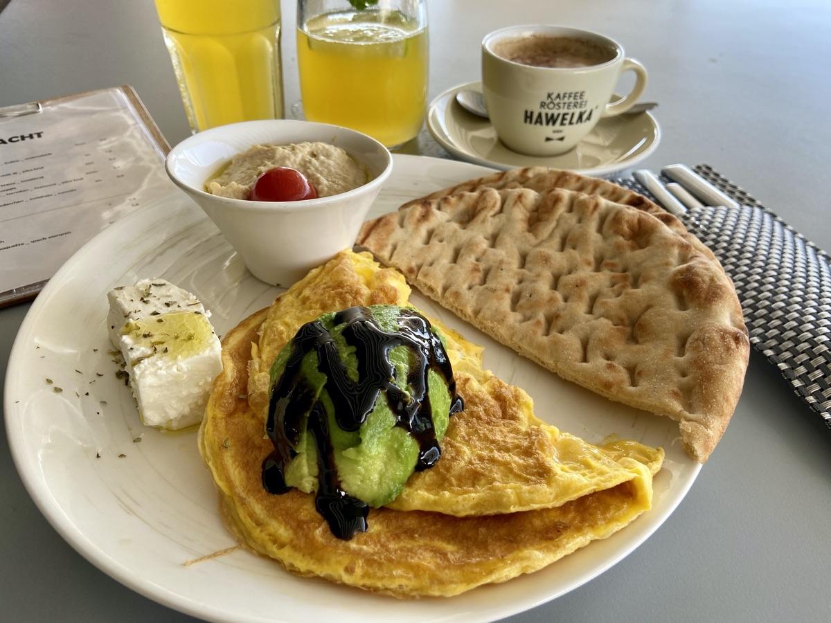 orientalisches Frühstück im wake_up an der Neuen Donau | Foto © Helmut Hackl