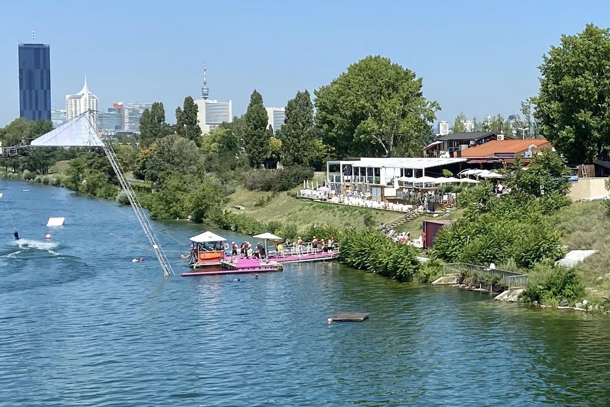 wake_up an der Neuen Donau | Foto © Helmut Hackl