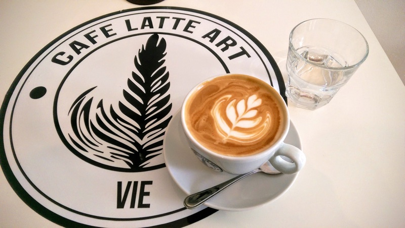 Cafe Latte Art   Foto © Helmut Hackl