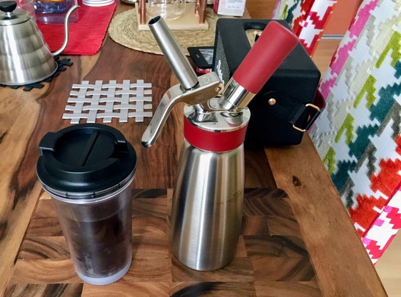 Nitro Kaffee im Siphon zubereitet | Foto © Helmut Hackl