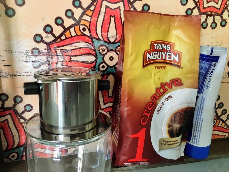 Vietnamesischer Kaffee – die Zubereitung von Cà phê sữa   Foto © Helmut Hackl