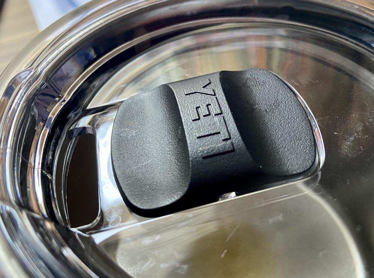 MagSlider-Deckel vom YETI Rambler Mug | Foto © Helmut Hackl